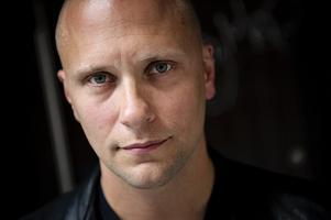 Ståupparen Magnus Betnér som vi är vana att se honom. Renrakad. Foto: Erik Mårtensson/TT