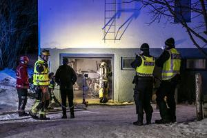 Räddningstjänst, ambulans och polis rykte ut till branden.