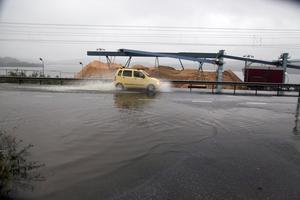 2013 hotades Grössjödammen, Riks 90 svämmade över och både järnvägen och Mondis fabriksområde låg illa till.