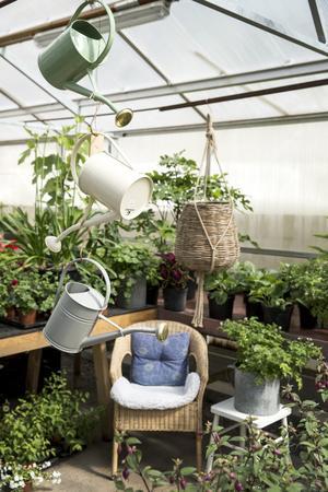 Att vattna är viktigt när man odlar.
