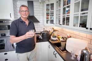 Köksbänken har fyllts av disk och lagrat vatten den senaste veckan.