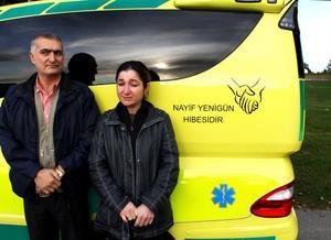 Trots den tunga sorgen efter sonen orkar Sehmus och Hicran Yenigün tänka på andra, och skänker en ambulans till sin gamla hemort Duruca i Kurdistan.