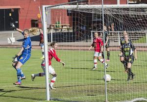 Tierpdamerna fick bara 1–1 mot ett hårt kämpande Mohed. Här gör Tierps Lindsay Zullo 1–0 målet i den 64:e minuten.