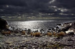 En vacker men lite kuslig vy från Härnösand.   Långt där ute finns också  fortfarande höga halter miljögifter i sedimenten på botten. Och mer arsenik än på andra håll.