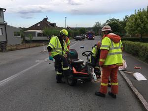 En åkgräsklippare och bil var inblandade i en kollision i Skillingaryd på tisdagen.