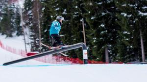 Tävlingens yngsta deltagare, 7-åriga Melvin Seliberg, går loss på railen.