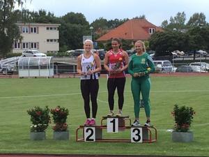 Frida Bååth tog ett guld i slägga på junior-SM i helgen.