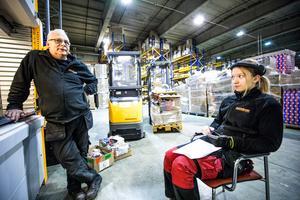 Lagerarbetarna Eisten Svensson och Annie Svensson tror att motivationen och effektiviteten kommer att påverkas efter beskedet.
