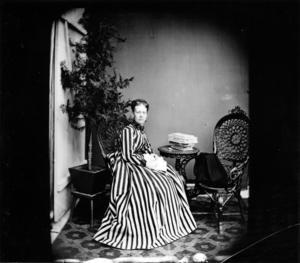 Gävles första kvinnliga fotograf hette Amanda Gussander. Hon etablerade sig med egen ateljé redan 1863. Bilden finns på Länsmuseet Gävleborg.