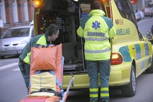 För att kunna rädda fler liv utrustas ambulanser med allt mer utrustning. Tyvärr riskerar den utrustningen, i kombination med att hela fem av tio invånare i Örebro län är överviktiga, leda till att ambulanser blir överlastade och därmed en trafikfara. Lättare ambulansutrustning behövs för att öka säkerheten för patienter, ambulanspersonal och andra trafikanter, skriver Anders Gustafsson, vd på Mirola.