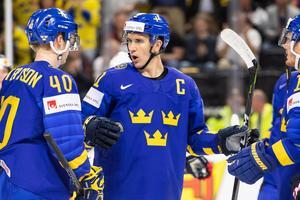 Elias Pettersson serverade Mikael Backlund till 1–0. Bild: Petter Arvidson/Bildbyrån