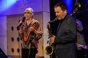 Annica Risberg på sång tillsammans med Göte Wilhelmssons kvartett. Bild: Peder Andersson