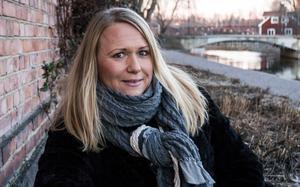 """""""Jag skulle vilja att julen fick skimra inifrån av lugn och glädje, i stället för att vi dränker den i artificiellt ljus och glitter"""" säger Anna-Karin Nilsson."""