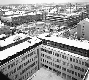 Parkeringshuset Punkt under uppförande vid 1960-talets slut. När det invigdes i mars 1969 var det enligt uppgift Skandinaviens största parkeringshus. Bilden är tagen från stadshustornet.Foto: Göran Lindahl