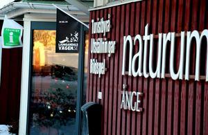 Naturum blir kvar 2019 ut, och avtalet kan också komma att förlängas till år 2023 om de efterfrågade åtgärderna bedöms vara tillräckliga.