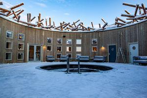 Vaken i mitten kan täckas för att bli ett golv vid behov. Pressbild Arctic bath. Foto: Anders Blomqvist.