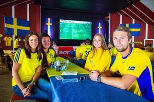 Vännerna var nere på Långnäs för att titta på Sveriges första gruppspelsmatch tillsammans.