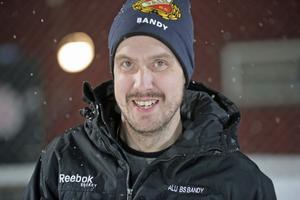 Johan Bonde var materialare i Falu BS den gångna vintern. Tanken var att han skulle hjälpa till även kommande säsong, innan Klagenfurt hörde av sig.