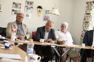 Jstitieminister Morgan Johansson tillsammans med kommunalrådet Peter Egardt och kommunfullmäktiges ordförande Stig Olsson.