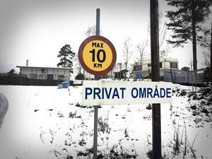 Stopp! Stora delar av Mellansundet, norr om Kvicksund, är avstängd för utomstående. Här inne ligger årets dyraste sålda fastighet, där flera byggnader och en stor strandtomt ingår.