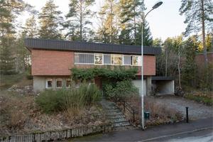 Villan på Ormberget har en naturtomt. Foto: Fastighetsbyrån