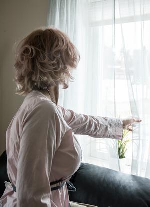 Linda har levt med hot och misshandel i över tio år.