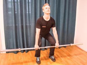 6. Marklyft där man tränar musklerna i rygg, baksida lår, skuldror och bål.