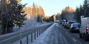 Kraftiga köer på riksväg 68/69 efter trafikolyckan i höjd med korsningen Kolarbyvägen.