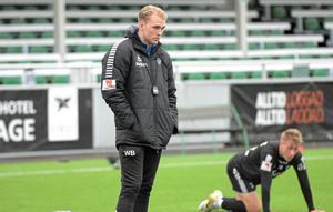 William Bergendahl erbjöds att bli assisterande tränare i IK Brage som 23-åring. Nu är han en viktig kugge för ett lag som slåss om en allsvensk plats.