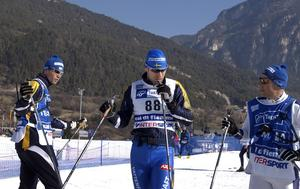 Jörgen Brink testar och tycker att känslan är bra dagen innan femmilen. Till vänster ses den svenske förbundskaptenen Per-Erik Rönnerstrand som valde att ge honom nytt förtroende.
