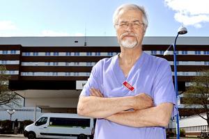 Jonas Wallvik, ordförande för Medelpads läkarförening, är orolig för att nya tuffa sparpaket väntar sjukvården på grund av de stora ekonomiska bekymren.