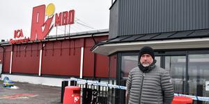 Åke Svensk äger Ica-butiken i Rimbo. Han är frustrerad över att händelsen inte verkar prioriteras hos polisen.