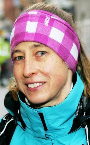 Eva Bruno,47 år, Sveg:– Svaret är nej. De är för ojämna. De är för defensiva, de är inte lika bra framåt. Det gäller nästan alla lagsporter i Sverige. Jag tror att de förlorar med 1-0.
