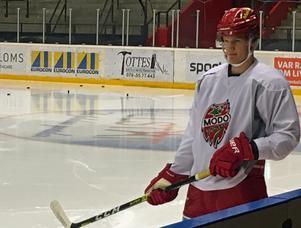 Albin Eriksson under sitt första träningspass med Modo Hockey.