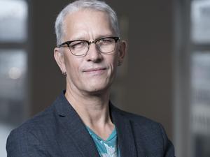 """Mats Söderlund är författare, född 1965 i Sundsvall och uppvuxen i Skellefteå. Han är aktuell med fantasytrilogin """"Ättlingarna"""".  Foto: Göran Segeholm"""