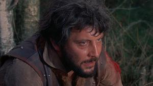 Robert Russell i rollen som den sadistiske John Stearne i
