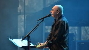 Ulf Dageby och hans Nationalteaterns Rockorkester lovsjöng arbetarens vardag och festtillfällen, inför en relativt liten men entusiastisk publik, på Dalhalla i söndags  FOTO: Erik Augustin Palm