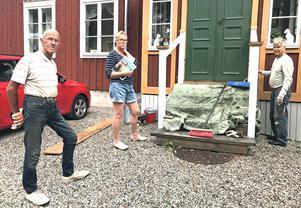 – 80 tomter, det är ju ett nytt Lindbacka, säger Marie Söderquist, som har plockat fram ett nummer av Stora Ensos tidning Excellent där markägaren Anders Johansson förra året lovade att ingen exploatering i området var aktuell.