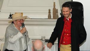 Britt-Marie Strand och Henrik Tranberg berättade med inlevelse om Carl XIII:s bro vid invigningsceremonin.
