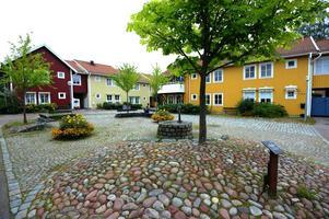 Delar av stadsdelen Östanfors i centrala Falun byggdes i samband med Bo -91.  Också Borlänge vill bygga varierad trähusbebyggelse i framtiden.