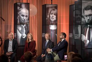 Svenska politiker borde lyfta blicken och förenas mot högerpopulisternas frammarsch, anser skribenten. Bilden: Partiledardebatt med Jonas Sjöstedt (V), Annie Lööf (C), Jan Björklund (L) och Jimmie Åkesson (SD).Foto: Anders Wiklund/TT
