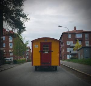 CIRkUS COMING UP!  #CirkusElvira #biljettkontor #påväg #Norraberget Bild: Björn Brånfelt