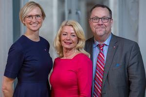Foto: Pressbild    Åsa Eriksson (S), Pia Nilsson (S), Olle Thorell (S), riksdagsledamöter från Västmanland.