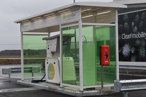 På onsdagen invigdes Sveriges första tankstation för flytande biogas i Götene.