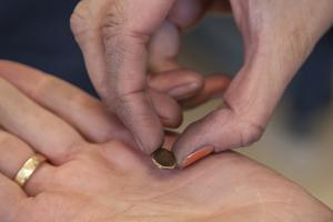 Silver som valsats för att bli platt. Det går snabbare än att stycket ska bearbetas med hammare.