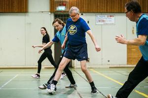 Gottfrid Sjödin och Lars Wallentin i kamp om bollen.