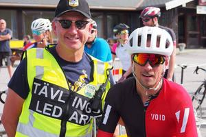 Här är  Tävlingsledare Magnus Rydhylt och OS-guldmedaljören Johan Olsson strax innan start I Vauldalen, Norge.