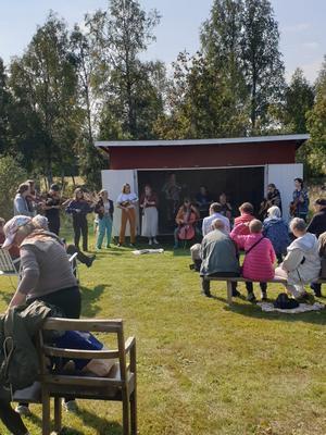 Publik när GUF uppträder. Fotograf: Kent Nilsson/Läsarbild