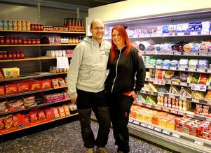 I dag, torsdag, öppnar Kim och Lotta Källs sin nya butik i Stora Skedvi.