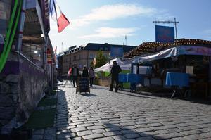 Redan vid 10.00-tiden på tisdagsförmiddagen hade några hunnit smaka på marknadens många delikatesser.